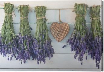 Canvastavla Lavendel och trä hjärta på bakgrund av de gamla brädor