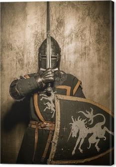 Canvastavla Medeltida riddare som håller svärd framför hans ansikte