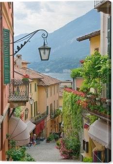 Canvastavla Pittoresk småstad gatuvy i Comosjön Italien