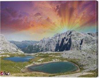 Canvastavla Vackra sjöar och toppar av Dolomiterna. Sommar solnedgång över Alperna