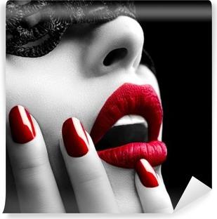 Carta da Parati in Vinile Bella donna con la maschera di pizzo nero sugli occhi