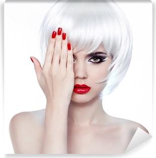 Carta da Parati Bella Sorpresa Brunette Girl su bianco. Beauty Woman •  Pixers® - Viviamo per il cambiamento 0027bc874765