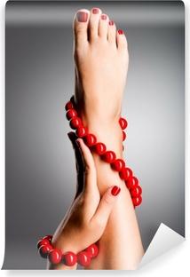 Carta da Parati in Vinile Foto del primo piano di una bella piedi femminili con il pedicure rosso