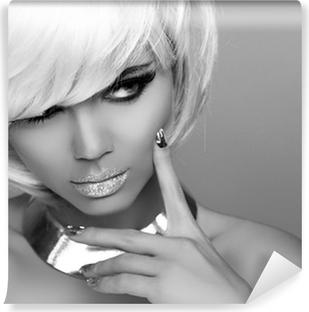 Poster Ragazza Bionda moda. Bellezza della giovane donna. Capelli corti  bianchi. uomo • Pixers® - Viviamo per il cambiamento 083a97bf49a1