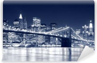 Carta da Parati in Vinile Ponte di Brooklyn e skyline di Manhattan di notte, New York City