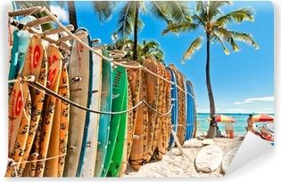 Carta da Parati in Vinile Tavole da surf nel rack a Waikiki Beach - Honolulu