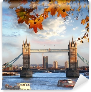 Carta da Parati in Vinile Tower Bridge con foglie di autunno a Londra, Inghilterra