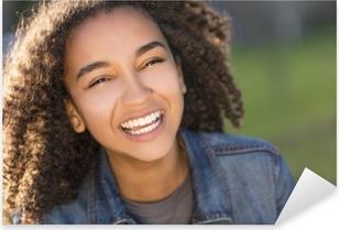 Çıkartması Pixerstick Mükemmel Dişler ile karışık Irk Afro-Amerikan Kız Genç