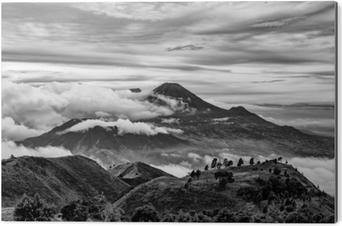 Cuadro en Dibond Monte Merapi y Merbabu en el fondo tomado de Mount Prau, Jogjakarta, Indonesia en blanco y negro.