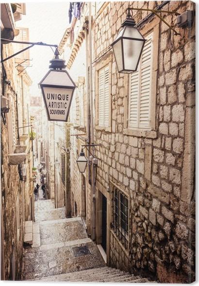 Cuadro En Lienzo Escaleras Empinadas Y Estrecha Calle En El Casco Antiguo De  Dubrovnik   IStaging