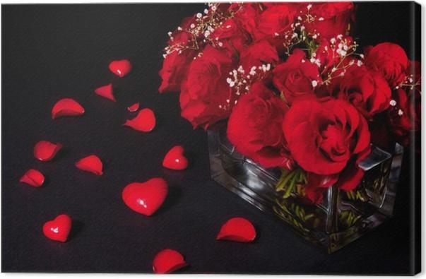 cuadro en lienzo naturaleza muerta con rosas corazones y ptalos en negro