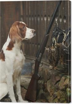 Cuadro en Lienzo Perro de caza cerca del cañón y trofeos