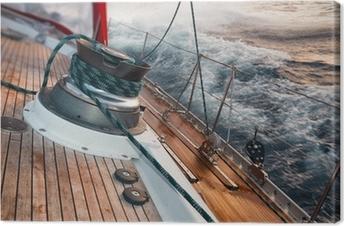 Cuadros en lienzo premium Barco de vela bajo la tormenta, detalle en el cabrestante
