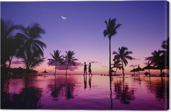 Cuadros en lienzo premium Siluetas de la joven pareja en el pintoresco atardecer