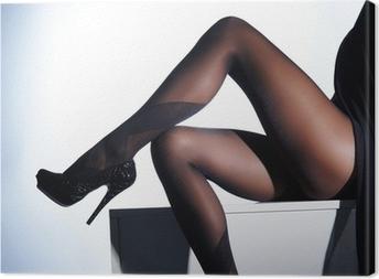 687b98513 Sexy piernas femeninas en medias eróticas y tacones altos