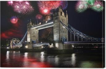 Cuadro en Lienzo Tower Bridge con fuegos artificiales en Londres, Reino Unido