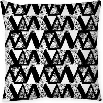 Dekorativ kudde Handmålade djärva mönster med trianglar