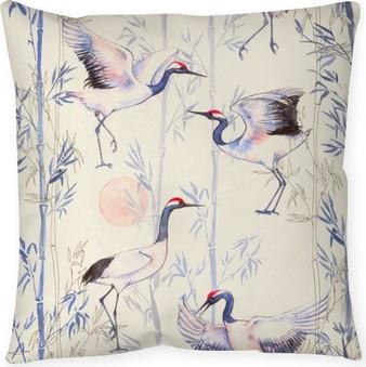 Dekorativ kudde Handritade akvarell seamless med vita japanska dans kranar. Upprepad bakgrund med känsliga fåglar och bambu