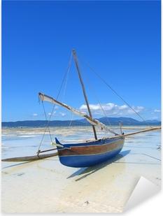 Pixerstick Dekor Detalj av en fiskare båt om på en strand, Nosy Iranja