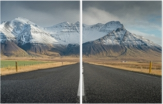 Diptych Perspektivní silnice se sněhem pohoří pozadí v oblačno den podzimní sezóna islandu