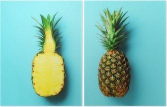 Dittico Intero ananas e metà di frutta a fette su sfondo blu. vista dall'alto. copia spazio. modello luminoso di ananas per uno stile minimal. design pop art, concept creativo