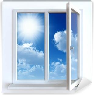 Vinil Duvar Resmi Beyaz bir duvar ve bulutlu gökyüzü ve güneşe karşı açık bir pencere
