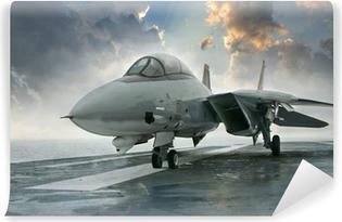 Vinil Duvar Resmi Dramatik cl altında bir uçak gemisi güvertesinde F-14 jet avcı uçağı
