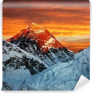 Vinyl Fotobehang Avond gekleurde weergave van de Mount Everest van Kala Patthar