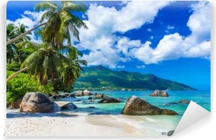 Vinyl Fotobehang Baie Beau Vallon - Strand op eiland Mahe in Seychellen