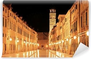 Vinyl Fotobehang Belangrijkste wandelstraat in Dubrovnik 's nachts, Kroatië