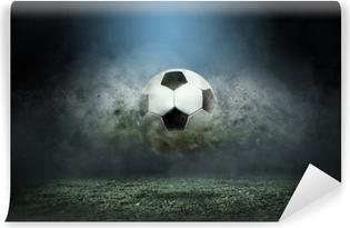 Vinyl Fotobehang Bewegende voetbal rond plonsdalingen op het stadiongebied.