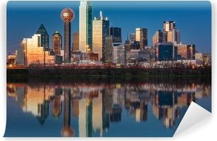 Vinyl Fotobehang Dallas skyline weerspiegeld in Trinity River bij zonsondergang
