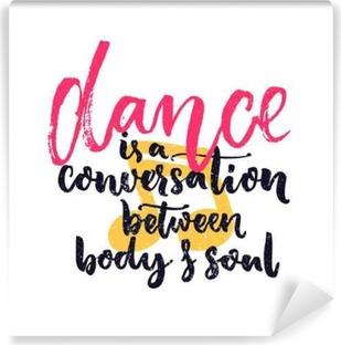 Vinyl Fotobehang Dance is een gesprek tussen lichaam en geest. Inspiration citaat over dansen. De dansers van de klassen kunst aan de muur decoratie met de hand belettering