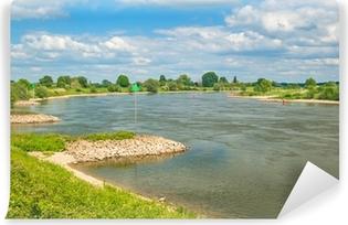 Vinyl Fotobehang De oude Nederlandse rivier de IJssel tussen Zutphen en Deventer