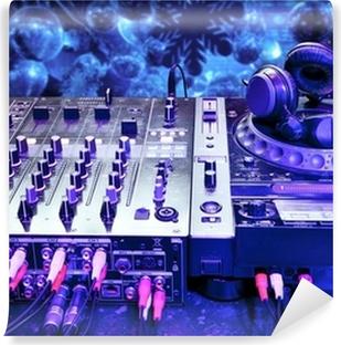 Vinyl Fotobehang Dj mixer met een koptelefoon
