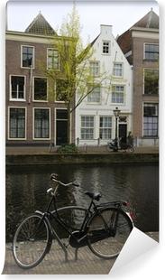 Vinyl Fotobehang Fiets in de buurt van het kanaal, Leiden