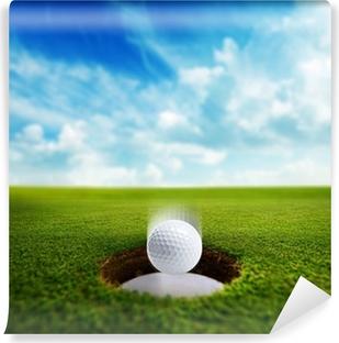 Vinyl Fotobehang Golfbal valt in gat