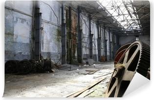 Vinyl Fotobehang Oude roestige metalen gadgets in een verlaten schip fabriek