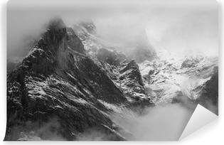 Vinyl Fotobehang The Wetterhorn (3692m) over Grindelwald village, Switzerland