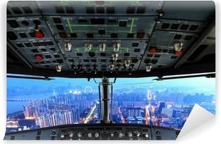 Vinyl Fotobehang Vliegtuig cockpit en de stad van de nacht