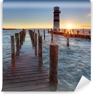 Vinyl Fotobehang Vuurtoren bij Meer Neusiedl bij zonsondergang