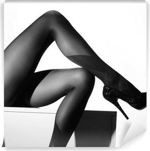 Vinyl Fotobehang Zwart-wit foto van mooie benen in kousen