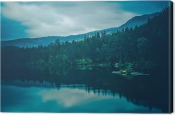 Calm Lake Scenery Fotolærred
