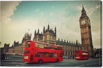 London, Storbritannien. Rød bus i bevægelse og Big Ben Fotolærred
