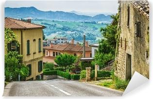 Fotomural Estándar Calle italiana en un pequeño pueblo de la provincia de la Toscana