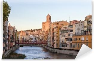 Fotomural Estándar Catedral de Girona con puente de Eiffel sobre el río Onyar - España