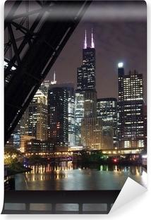 Fotomural Estándar Chicago vista nocturna de la ciudad - de un puente sobre el río de Chicago