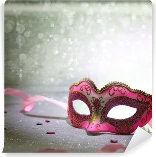 Fotomural Lavable Máscara de carnaval de color rosa con el fondo brillante