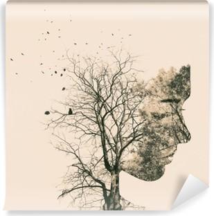 Fotomural Estándar Retrato de la doble exposición de los árboles jóvenes de la mujer y del otoño.