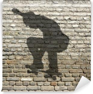 Fotomural Estándar Sombra skate-boarder en la pared de ladrillo